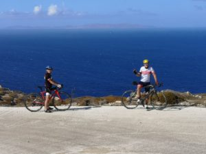 Cyclist posing in front of the wide open sea