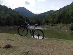 Mountain Bike in front of a river in Olympus Region